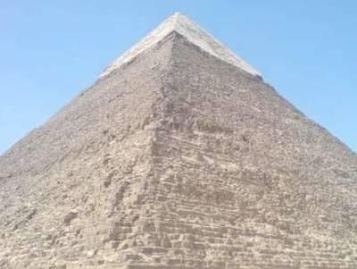 Desktop_pyramid