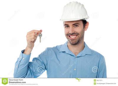 Desktop_ingeniero-civil-sonriente-que-lleva-cabo-llave-35077571