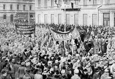 Desktop_russ_revolution_1917_soldiers_petrograd_febrary