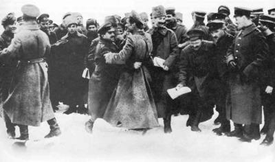 Desktop_russ_revolution_1917_fraternization_german_russian