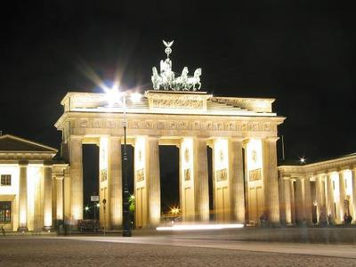 Desktop_brandenburg-gate-at-night