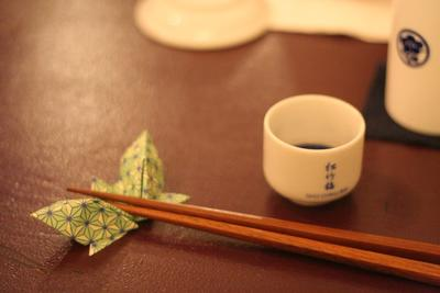 Desktop_sake__chopsticks__paper_rest