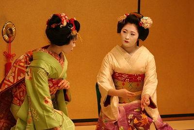 Desktop_640px-geisha_dance
